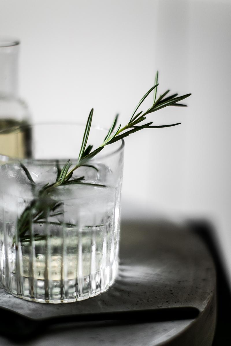 gin-tonic-selbstgemachter-rosmarin-sirup